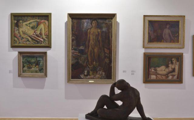 Na razstavi so na ogled dela več kot 130 umetnic in umetnikov, arhivsko in knjižnično gradivo iz več kot 50 javnih in zasebnih zbirk iz držav nekdanje Jugoslavije. FOTO: Dejan Habicht/Moderna galerija Ljubljana