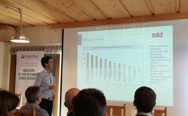 Tudi David Čebular iz S&T Slovenija je opozoril, da se podjetja premalo zavedajo različnih nevarnosti, ki prežijo na njihove podatke in informacije ter predstavljajo resno grožnjo poslovanju. Foto Miran Varga