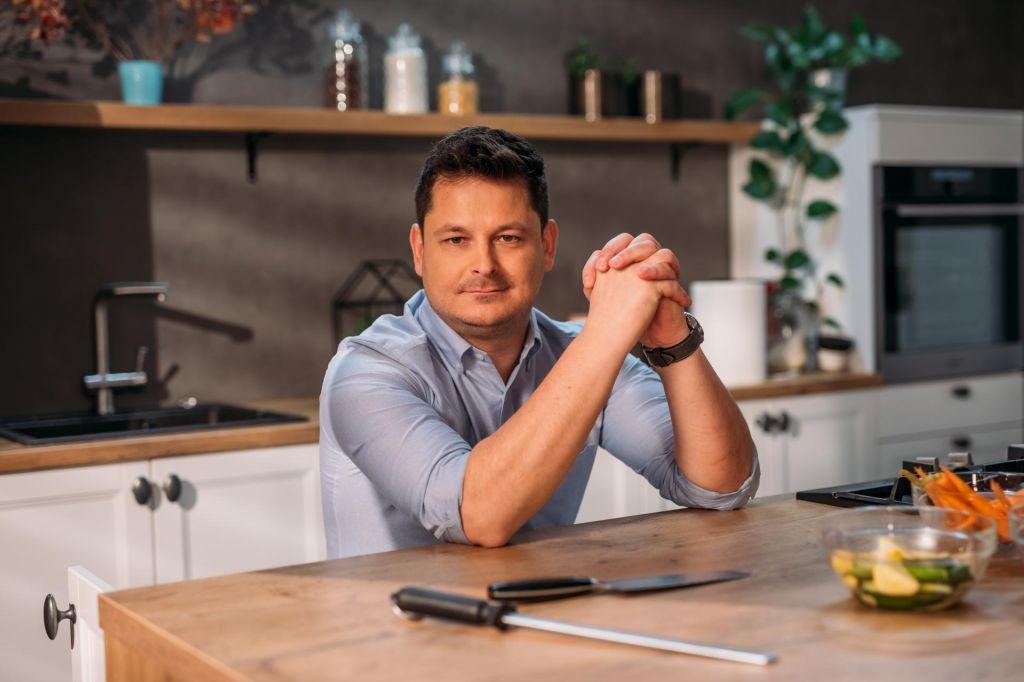 FOTO:Luka Jezeršek: Kuhal tudi v mrliški vežici