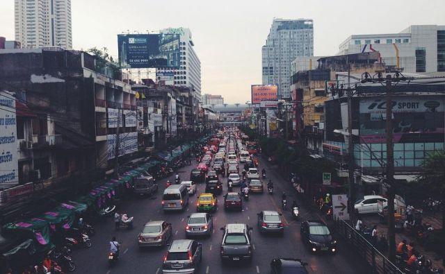 V želji po več električnih avtomobilih je novo mobilnost začel snovati tudi Nepal. Električne avtomobile uvažajo iz Indije. Foto: Pixabay