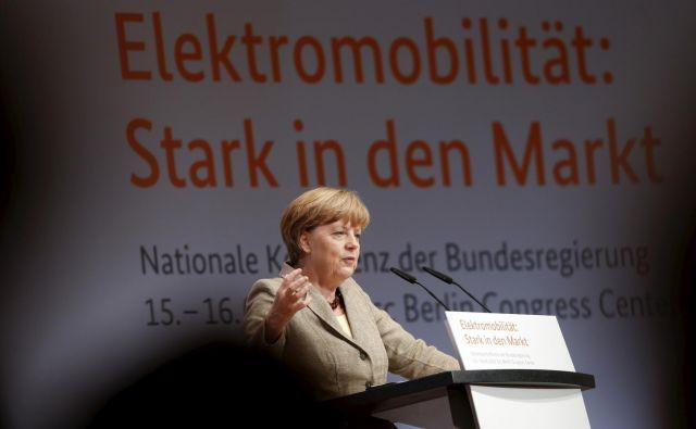 Nemška kanclerka Angela Merkel je že leta 2015 poudarila pomembnost električnih vozil, ampak v Berlinu še vedno ni dovolj polnilnic.<br /> Foto Reuters