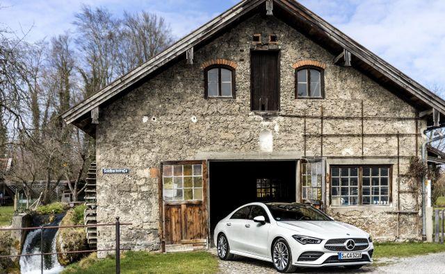 Novi CLA coupe nadaljuje tradicijo atraktivne karoserije, ki jo nadgrajuje z odličnimi voznimi lastnostmi in visoko ravnjo udobja. FOTO: Daimler