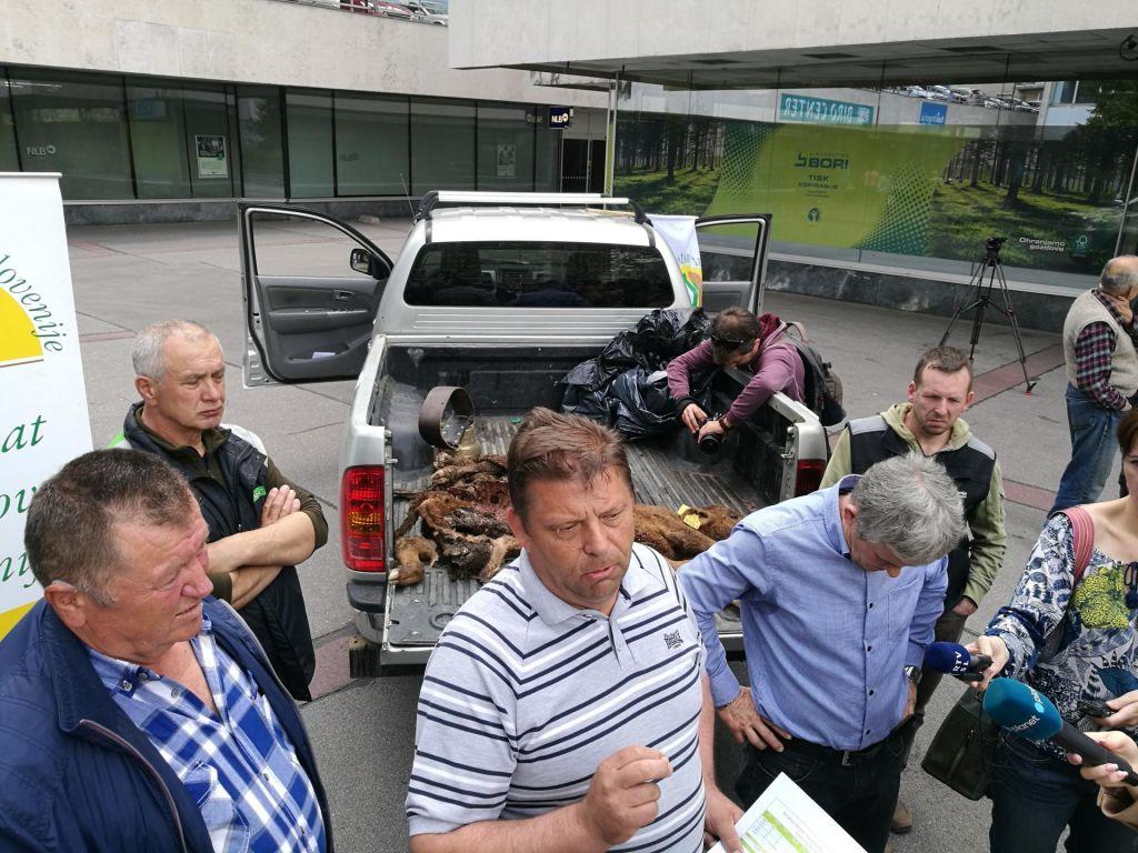 FOTO:Jezni kmetje grozijo, da bodo ustanovili kmečko gardo