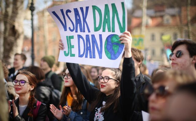 Marca sta dva petka zaporedoma potekala shoda za rešitev planeta: najprej so mladi opozarjali, da nimamo rezervnega planeta, potem je potekal shod za rešitev reke Mure. FOTO Jure Eržen