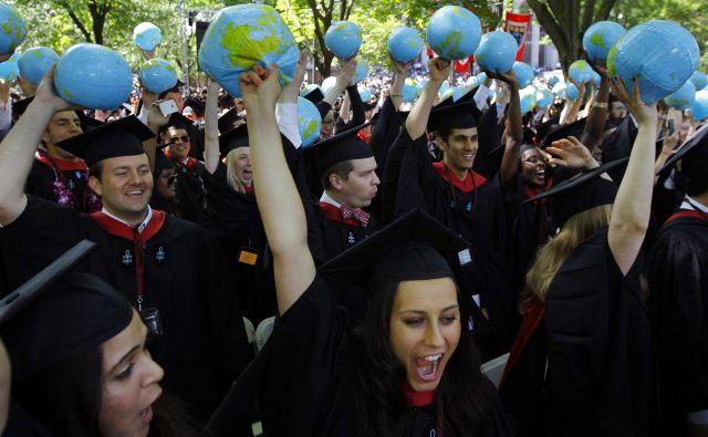 V Sloveniji je študij načeloma dostopen vsem, ki imajo željo po njem, medtem ko v tujini zaradi visokih vpisnin ni tako preprosto. Foto:Reuters