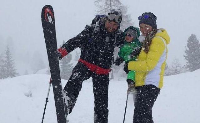 Srečna družina na snegu. FOTO: Tina Maze / Twitter