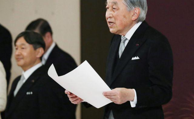 V kratkem govoru je 85-letnik dejal, da je svoje naloge opravljal z globokim spoštovanjem in ljubeznijo do ljudi. FOTO: Reuters