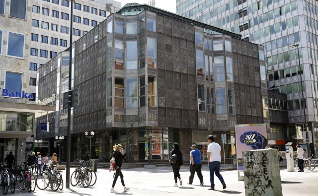 Prostori nekdanje veleblagovnice Metalke, ki samevajo že od leta 2013, bodo do konca leta dobili novega lastnika. FOTO: Blaž Samec