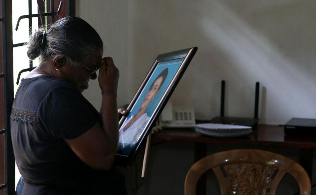 Theresha Biniš je v napadu izgubila hčerko in tri vnuke. FOTO: Athit Perawongmetha/Reuters