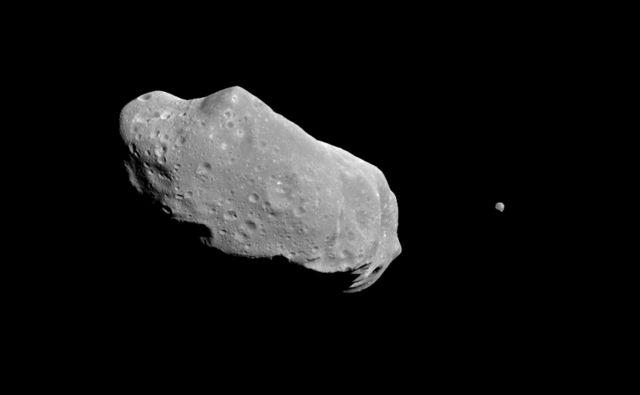 Na vaji preverjajo, kako bi odreagirale različne službe, če bi Zemlji res grozil velik asteroid. FOTO: Nasa/JPL