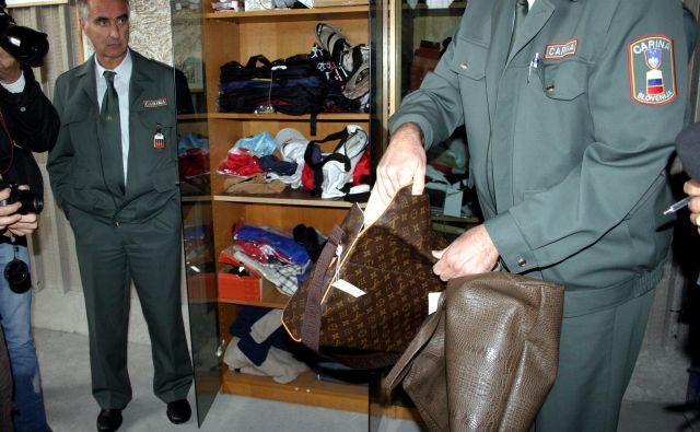 Cariniki so zasegli kar 12.090 torbic znamke Louis Vuitton. Fotografija je simbolična. FOTO: Arhiv Slovenskih novic