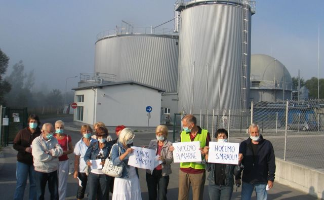 Protesti proti smradu so stalnica v Sloveniji. FOTO: Dragica Jaksetič