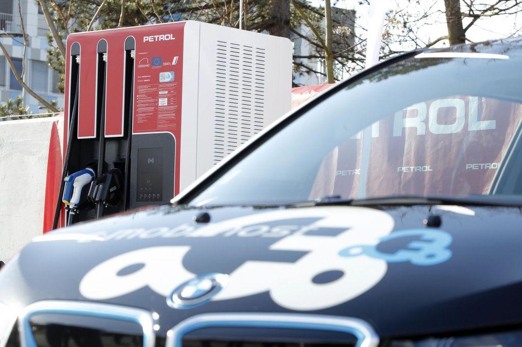 FOTO:Za nakup e-vozila Slovenija primakne (skoraj) največ v EU