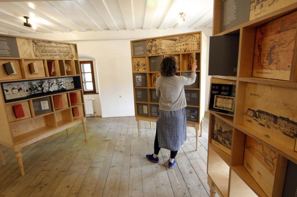 FOTO:Odprt javni prostor knjig