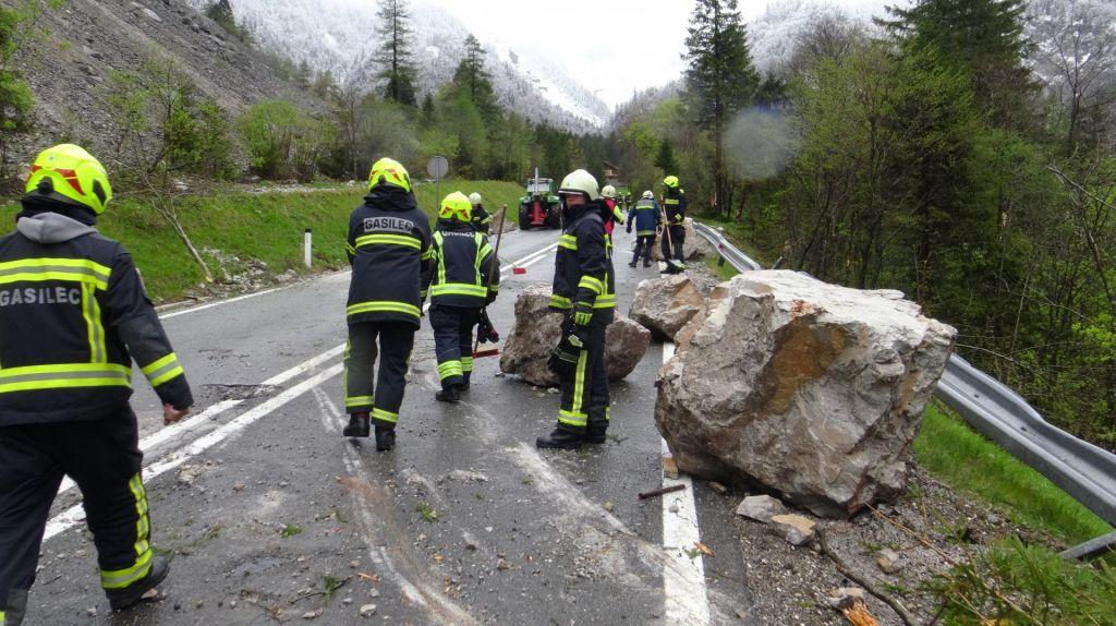FOTO:Cesta pod prelazom Ljubelj ostaja zaprta, stroški sanacije milijon evrov