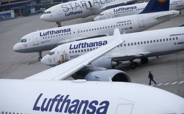 Prihodki od prodaje so se medtem zvišali za tri odstotke na 7,9 milijarde evrov.FOTO: Reuters