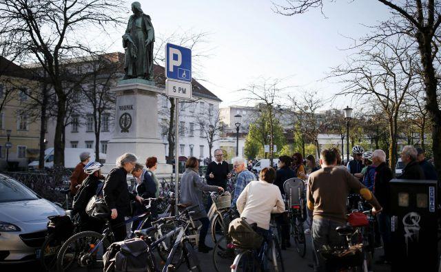 Na mestu nekdanjega ljubljanskega liceja na Tržnici danes stoji Vodnikov spomenik, ki velja tudi za prvi slovenski spomenik pesniku. Foto Blaž Samec