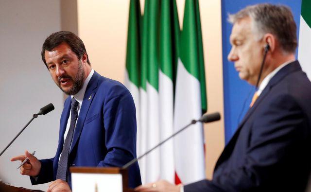 Italijanski notranji minister Salvini in madžarski premier Viktor Orban. FOTO: REUTERS/Bernadett Szabo