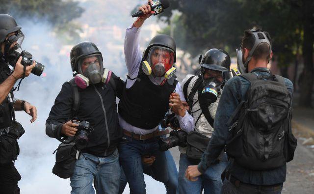 Nemiri v Venezueli so se razplamteli. FOTO: Federico Parra/Afp