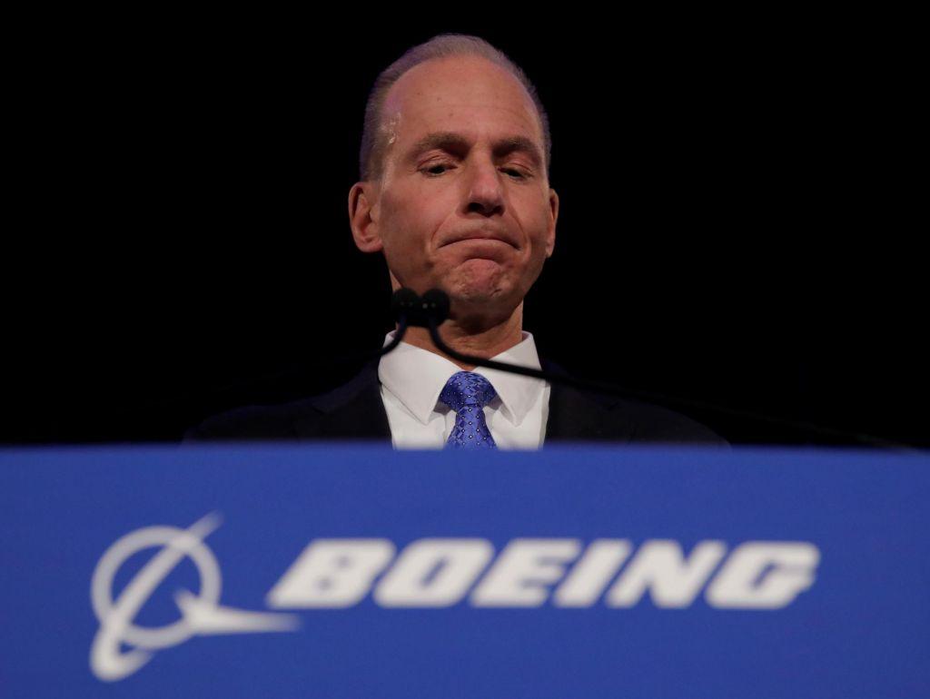Boeingov šef na srečanju z delničarji zanikal odgovornost za strmoglavljenje letal