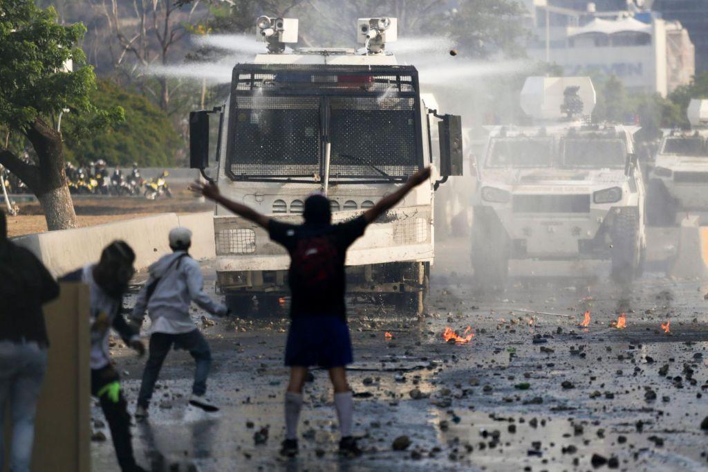 FOTO:Brez vojske ni demokracije