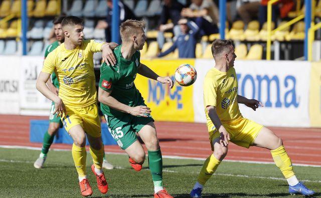 Nogometaši Domžal so se z Muro razšli brez zmagovalca in se še bolj trdno zasidrali na tretjem mestu. FOTO: Leon Vidic/Delo