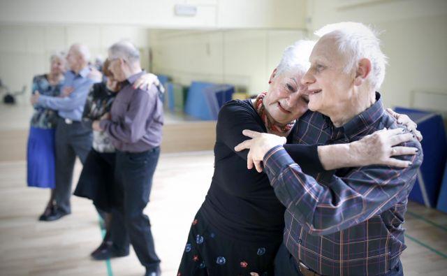 Plesalci v Domu krajanov Dravlje. Foto: Blaž� Samec