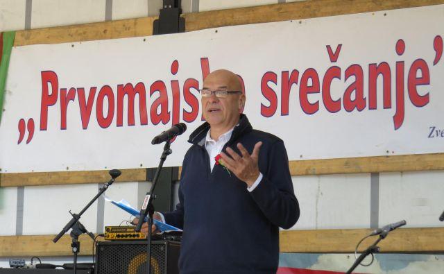 Na prvomajskem srečanju na Debencu je zbranim spregovoril Ladi Rožič, generalni sekretarSindikata delavcev trgovine Slovenije. FOTO: Bojan Rajšek/Delo