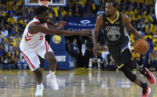 Kevin Durant še naprej igra v izjemni formi. FOTO: AFP
