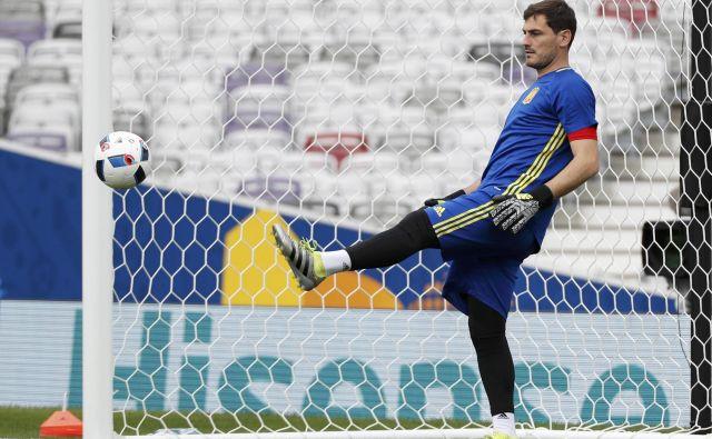 Iker Casillas med treningom za špansko nogometno reprezentanco. FOTO: Vincent Kessler/Reuters