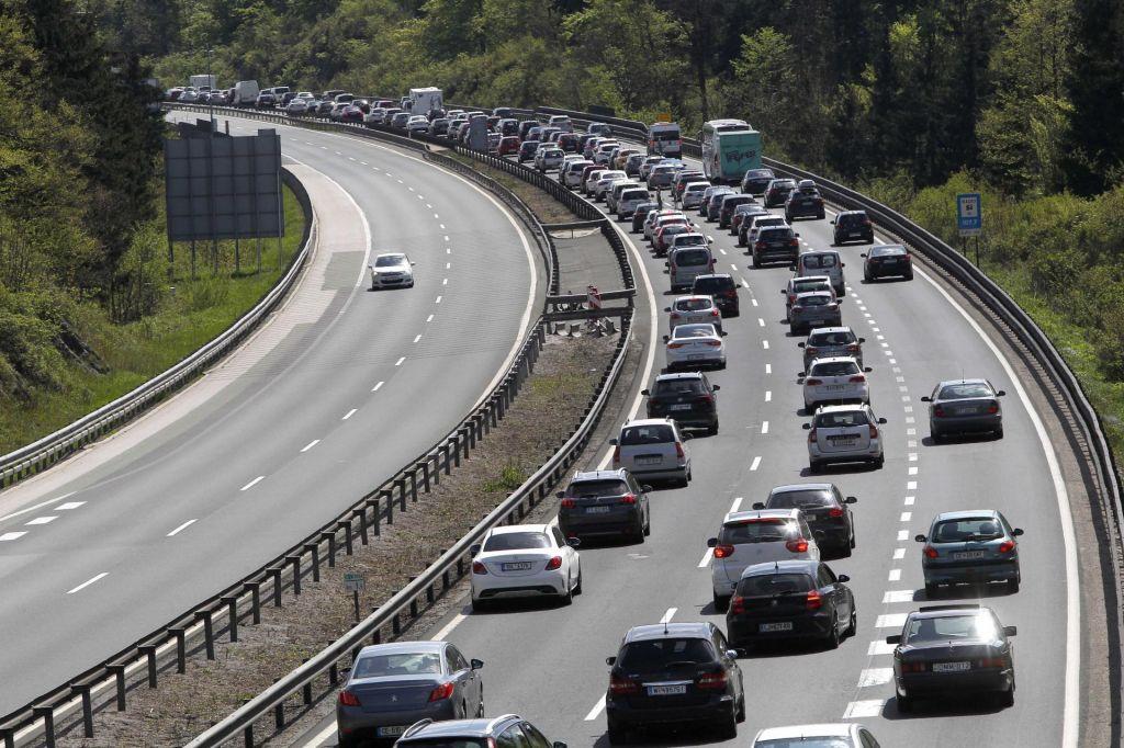 Na avtocestah tudi danes gneča