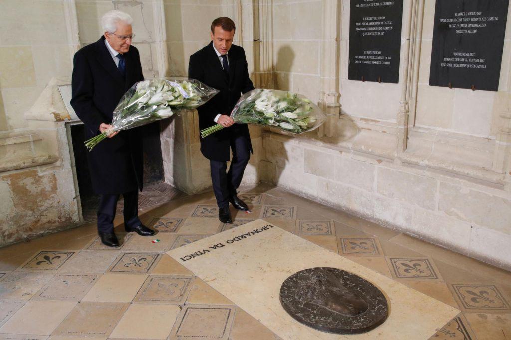 FOTO:500 let po smrti združil predsednika: Macron in Mattarella položila venec na Leonardov grob