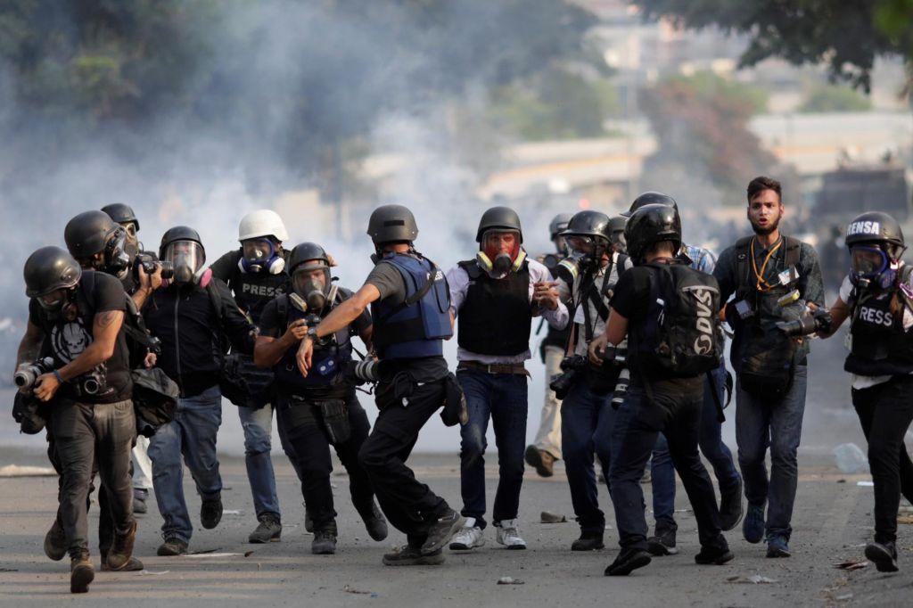 FOTO:V Venezueli vre– umrle štiri osebe, med njimi dva najstnika
