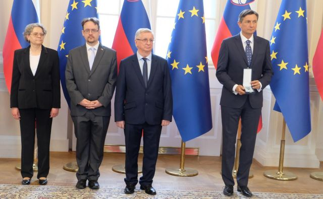 Marija, Dušan in Francek Mukič na podelitvi medalje za zasluge pri predsedniku Borutu Pahorju Foto Silva Eöry