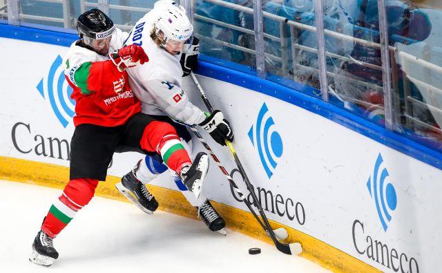 Jan Drozg (ob ogradi), ki bi se rad preizkusil tudi v ligi NHL, je dosegel dva gola. FOTO: Matic Klanšek Velej/Sportida