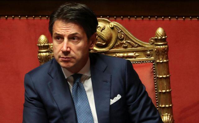 Intervencija premiera Conteja lahko dodatno poglobi trenja v vladni koaliciji. Foto Reuters