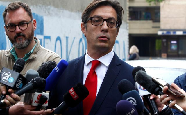 Kandidat vladajoče koalicije Stevo Pendarovski je zmagal v drugem krogu predsedniških volitev. FOTO: REUTERS/Ognen Teofilovski