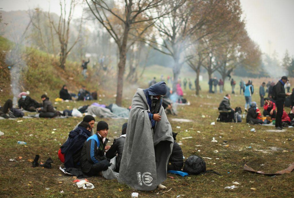 Madžarske oblasti zavrnjenim prosilcem za azil namenoma niso zagotovile hrane