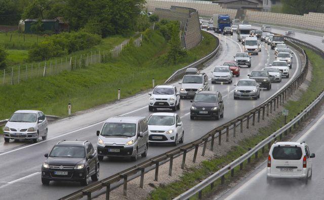 Zgoščen promet je na Logu pri Brezovici in na severni ljubljanski obvoznici. FOTO: Jože Suhadolnik