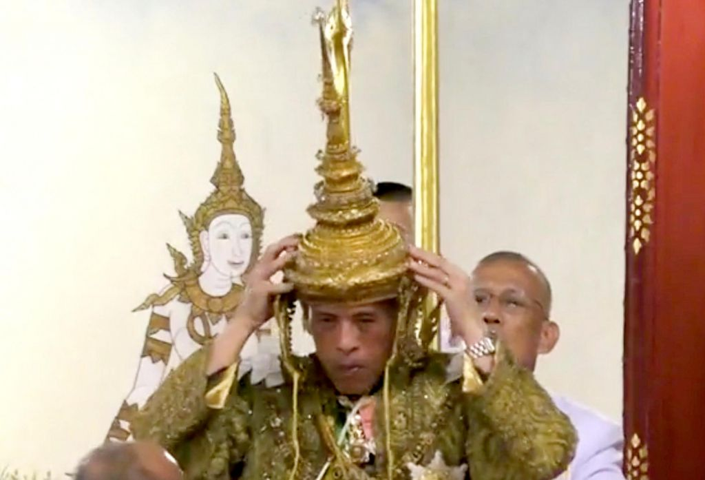 FOTO:Na Tajskem uradno kronali kralja Vajiralongkorna
