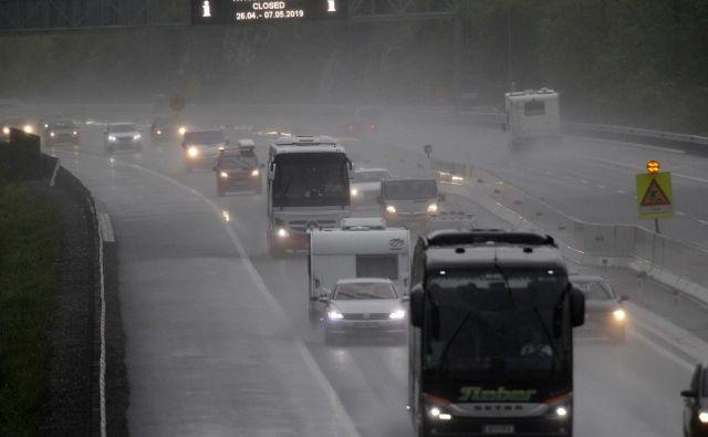 Zgo�ščen promet na Ravbarkomandi. FOTO: Mavric Pivk