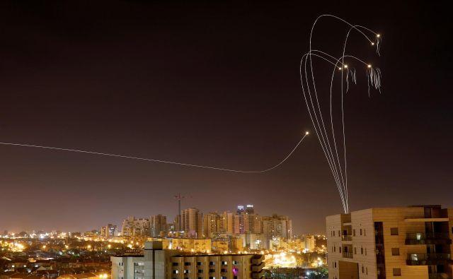 Z območja Gaze je bilo v soboto na Izrael izstreljenih več kot 250 raket. FOTO: Amir Cohen/Reuters