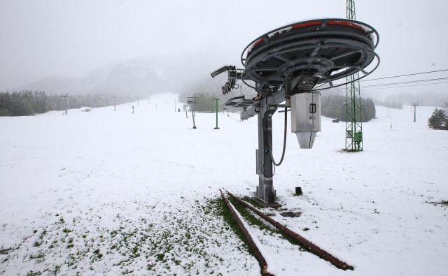 Ohladitev je danes zjutraj dosegla Slovenijo. Zapihali so vetrovi severovzhodne smeri in v višjeležeče kraje prinesli zimo. FOTO: Jože Suhadolnik