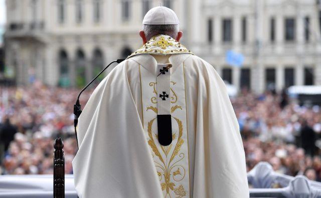 Na usodo beguncev bo papež opozoril v ponedeljek zjutraj, ko bo obiskal begunsko taborišče v Sofiji. FOTO: Andreas Solaro/AFP