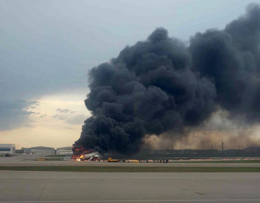 FOTO:V požaru umrlo najmanj trinajst ljudi