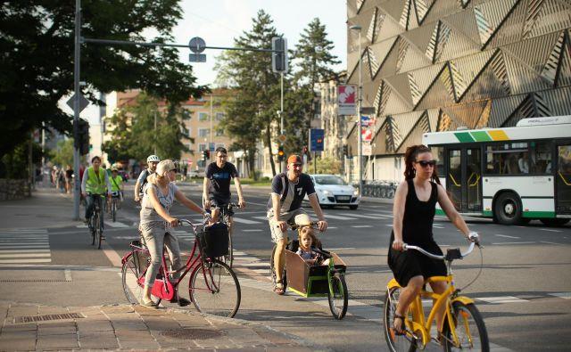 Delež števila kolesarjev v prometu se v zadnjih letih vztrajno povečuje. FOTO: Jure Eržen/Delo