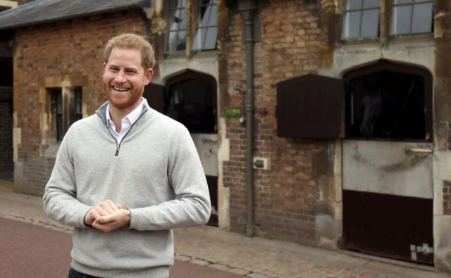 Princ Harry je novinarjem sporočil veselo novico. FOTO: AFP