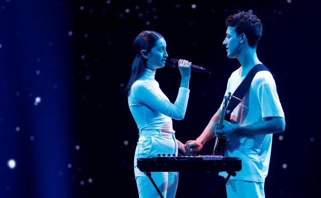 V polfinalu Evrosonga vTel Avivu sta bila med kričečimi kostumi, ekspresivnimi vokali in telesi nastopajočih in v eksploziji posebnih učinkov oaza miru, beline in nežnosti. FOTO: Ronen Zvulun/Reuters