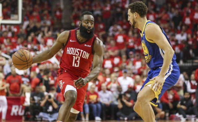 James Harden je popeljal Houston do druge zaporedne zmage, s katero si izenačili serijo. FOTO: Reuters