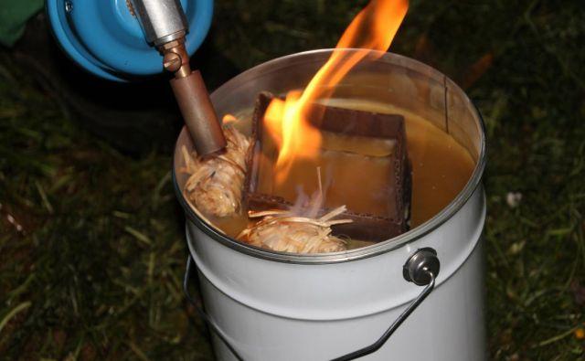 S svečami proti pozebi je temperaturo v nasadih mogoče dvigniti od 1,1 do 1,5 °Cezija. Foto: Roman Mavec